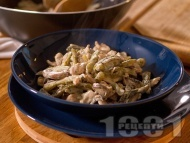 Рецепта Пиле жулиен - класическа / оригинална рецепта с гъби, сметана и кисели краставички